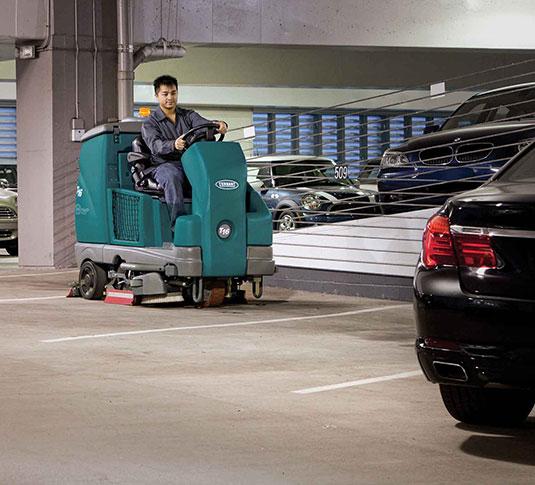 Parkeergarage schrobzuigmachine Tennant T16