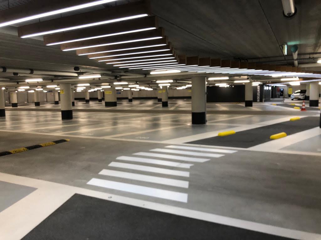 Parkeergaragevloer schoongemaakt door Industrial Cleaning